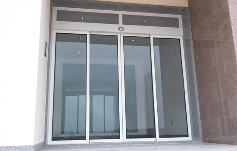 Puertas autom ticas de vidrio for Puertas de entrada con vidrio